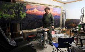 Artist Sha Zhiguo in his studio